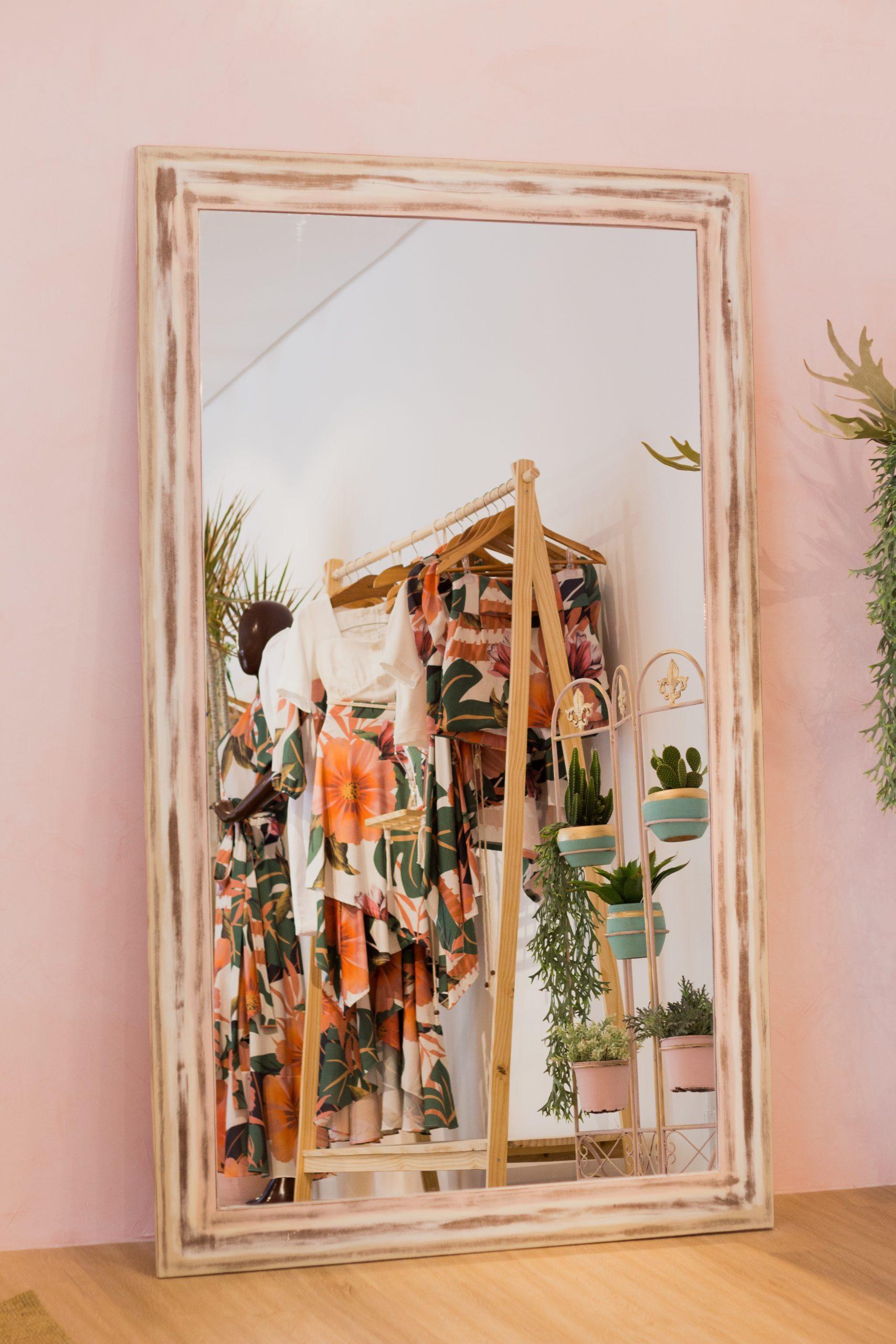 Serviz-Ibérica te ayuda con sus consejos de como colocar las prendas de tu tienda con los mejores diseños de percha proporcionando un look diferente y aportando un incremento de ventas.